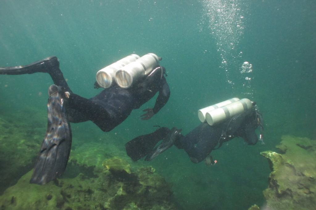 Backmount configuration for cave diving in Mexico