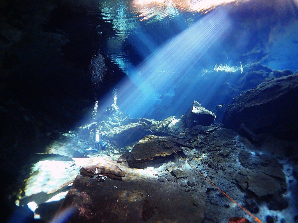 Cenote Kukulkan, cavern dive in the winter morning light