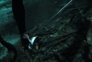 Deploying a guideline - Cave diving course