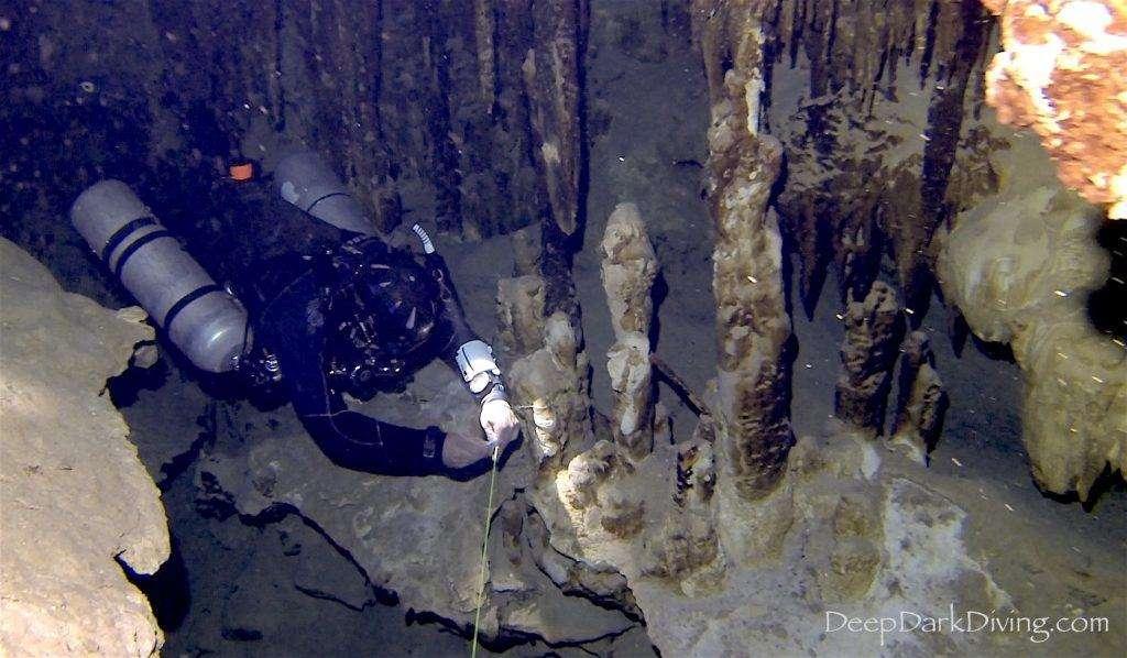 Plongée souterraine, Cenote Minotauro - Installation d'une ligne temporaire